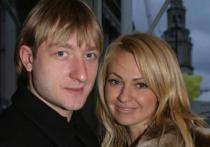 Плющенко показал страстный поцелуй с Рудковской