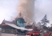 Пожарные потушили горевшее двухэтажное кафе в Чите