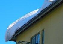 В Кузбассе стали чаще проверять крыши и дворы на предмет очистки снега