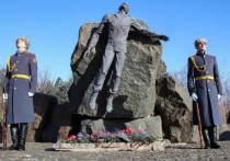 В Донецке почтили память воинов-афганцев