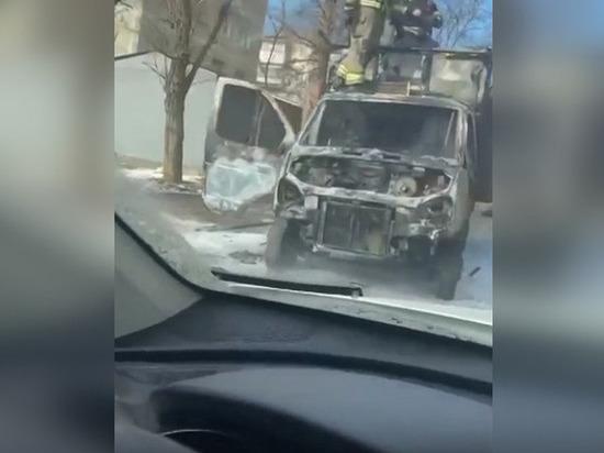 В Ростове сгорел грузовик