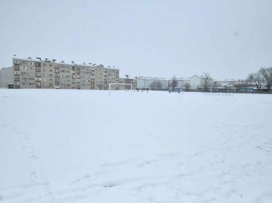 В элистинской школе реконструируют стадион