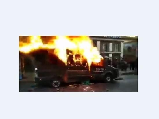 Протестующие в Чили начали жечь автомобили