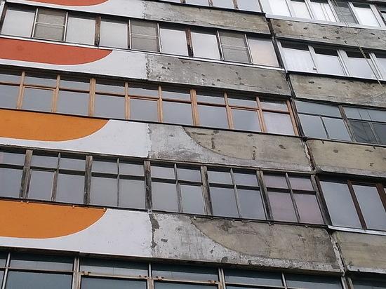 В Марий Эл мужчина выпрыгнул из окна своей квартиры на пятом этаже