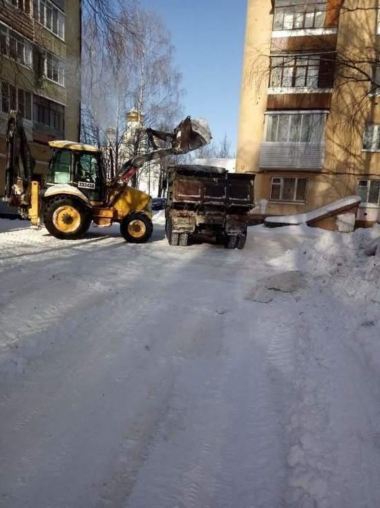 К 15 февраля из йошкар-олинских дворов вывезли 1090 кубов снега