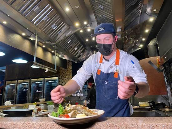 Навага на гриле и углях: сахалинцы разбирают блюда «НаВажного феста»