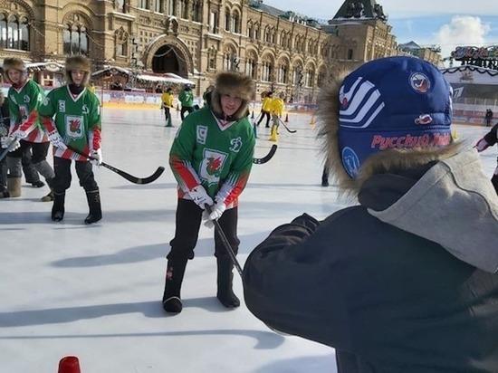 Казанские спортсменки стали победительницами турнира по хоккею в валенках