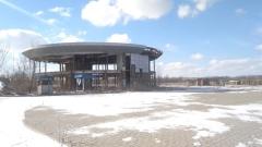 """Разрушенный обстрелами автовокзал """"Западный"""" на окраине Донецка"""