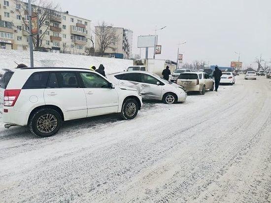 Снежный циклон во Владивостоке поразил даже местных жителей: лучшие фото и видео