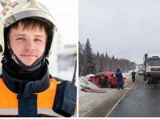 Бывший спасатель помог вытащить женщину из помятой в аварии машины