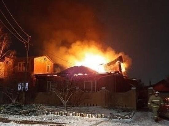 Частный дом сгорел в Сальске