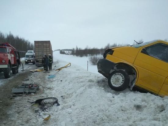 Два человека погибли в ДТП с фурой и микроавтобусом в Калужской области