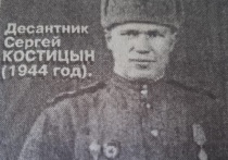 Наводчик Костицын увидал жерло немецкой танковой пушки - вверх, вниз, вправо, влево