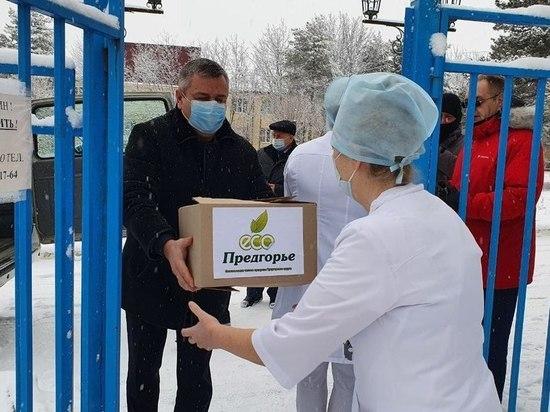 На Ставрополье медикам вручили праздничные продуктовые наборы