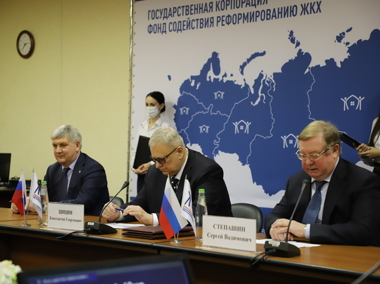 Воронежский губернатор договорился о замене сотни лифтов в многоквартирных домах региона