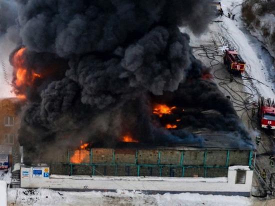 Суд оставил под стражей директора сгоревшего склада запчастей в Красноярске