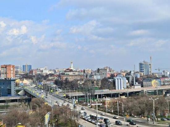 Двое рабочих упали с моста Стачки в Ростове: один мужчина погиб
