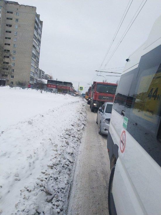 В одной из смоленских групп в социальной сети ВКонтакте поднялась волна негодования после публикации записи, в которой рассказывается о том, что водитель маршрутки, не найдя сдачи, выгнал школьника из микроавтобуса