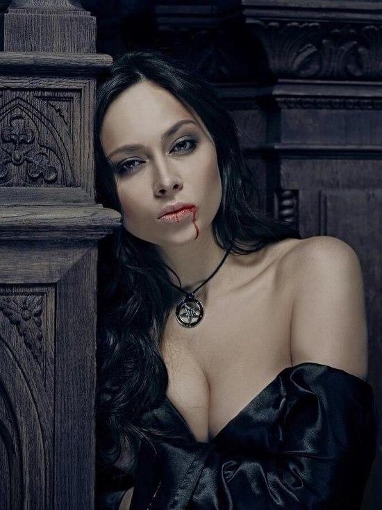 Самбурская адресовала средний палец Екатерине Гордон из-за суда с Дробышем