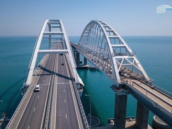 Крымский мост перекрыли из-за сильных снегопадов