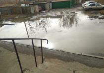 «Вызываем Астрводоканал каждый день, но никто не приезжает»: дома астраханцев тонут в канализационных водах
