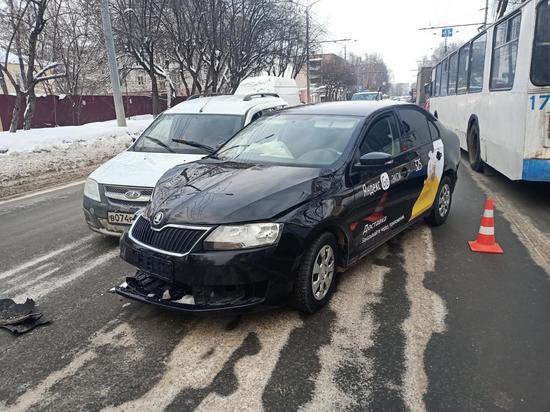 На улице Маркса в Йошкар-Оле в ДТП пострадал водитель