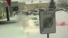 В Красноярске неизвестный бросил петарду в машину спикера Горсовета