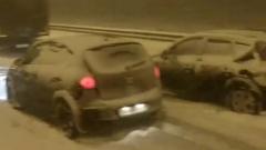 Появились яркие кадры сильного снегопада на перекрытом Крымском мосту