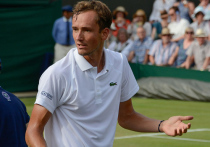 Российский теннисист Даниил Медведев обыграл в полуфинале Australian Open грека Стефаноса Циципаса и впервые в карьере вышел в финал этого престижного турнира