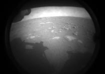 Пятнадцатый и самый крупный марсоход в истории освоения Красной планеты успешно совершил посадку в марсианском кратере Джезеро, расположенного севернее экватора