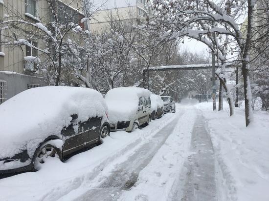 Восточный Крым оказался в снежной блокаде