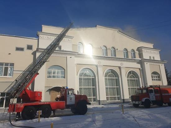 В Томске загорелось здание Театра юного зрителя