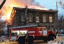 Из горящего дома-памятника в Иркутске вынесли 4 газовых баллона