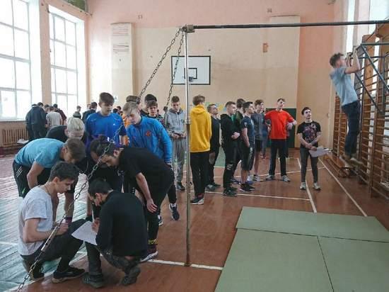 Мастер-класс по воркауту провели для псковских студентов