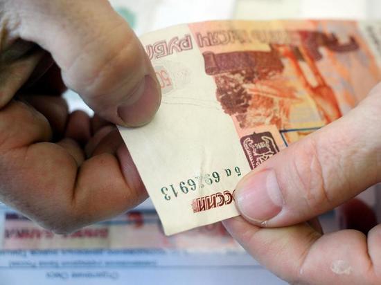 Полмиллиона рублей украли мошенники у жителей Дедовичей и Острова