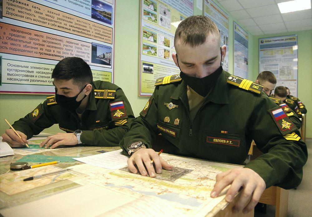 Замминистра обороны Фомин и Общественный совет  побывали в Новосибирском училище