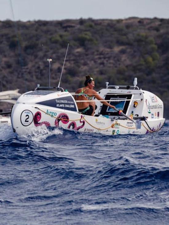 Молодая британка в одиночку переплыла Атлантику на весельной лодке