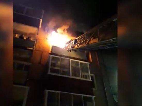 Пожарные в Амурске Хабаровского края спасли мужчину из горящей квартиры