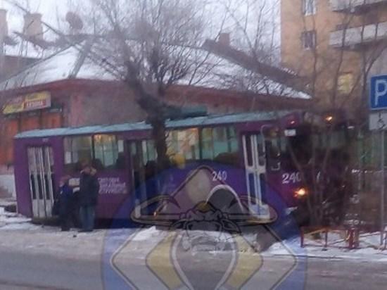 Водитель вылетевшего с дороги троллейбуса пострадал в Чите