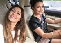 Дочь актрисы Анастасии Заворотнюк Анна Стрюкова опубликовала фото с матерью в счастливый момент из прошлого и рассказала о своем состоянии