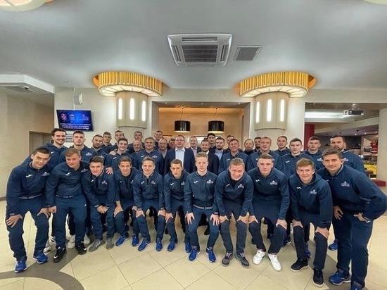 Бурков пожелал хорошей игры футбольному «Иртышу» и обсудил покупку для него автобуса