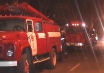 Ночью в Ивановской области сгорел большой дом с хозпостройками