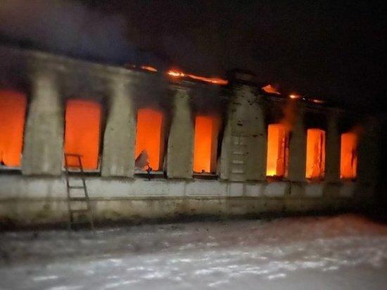 В Ржаксинском районе загорелся школьный спортзал