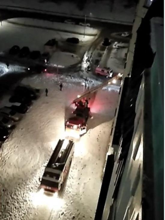 Псковских спасателей вызвали, чтобы попасть в квартиру к инвалиду
