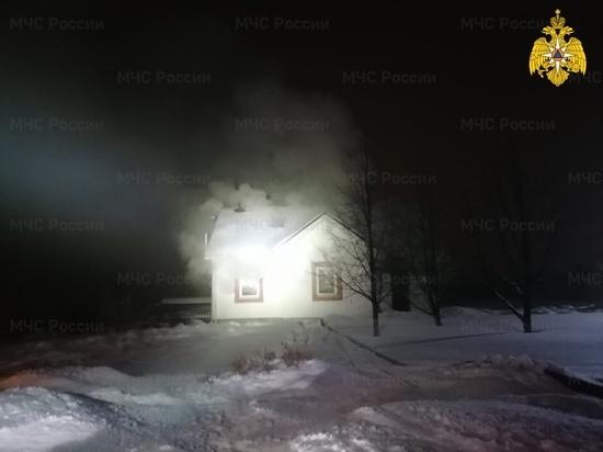 В Калужской области на базе отдыха загорелась баня