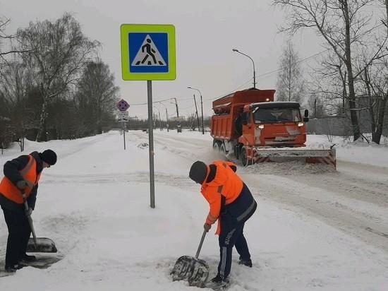 Петербуржцы предлагают на «Авито» услуги по откапыванию машин от снега