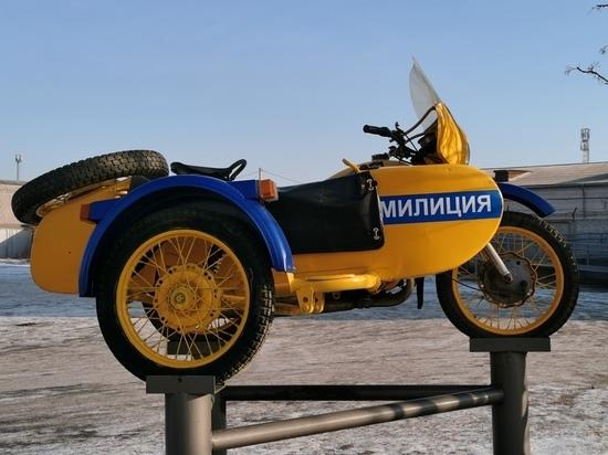 В Абакане восстановили памятник милицейскому мотоциклу времен СССР