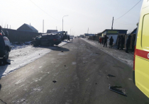 В столице Тувы пьяный водитель иномарки врезался в общественный транспорт