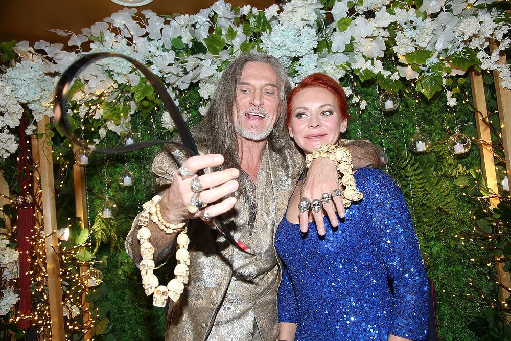 Свадьба Джигурды и Анисиной: меха, черепа и скандальный адвокат