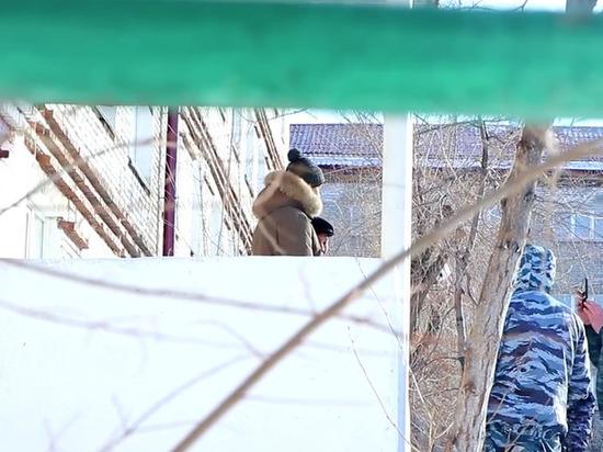 В Улан-Удэ пранкеры напугали юношей ненастоящими повестками в армию